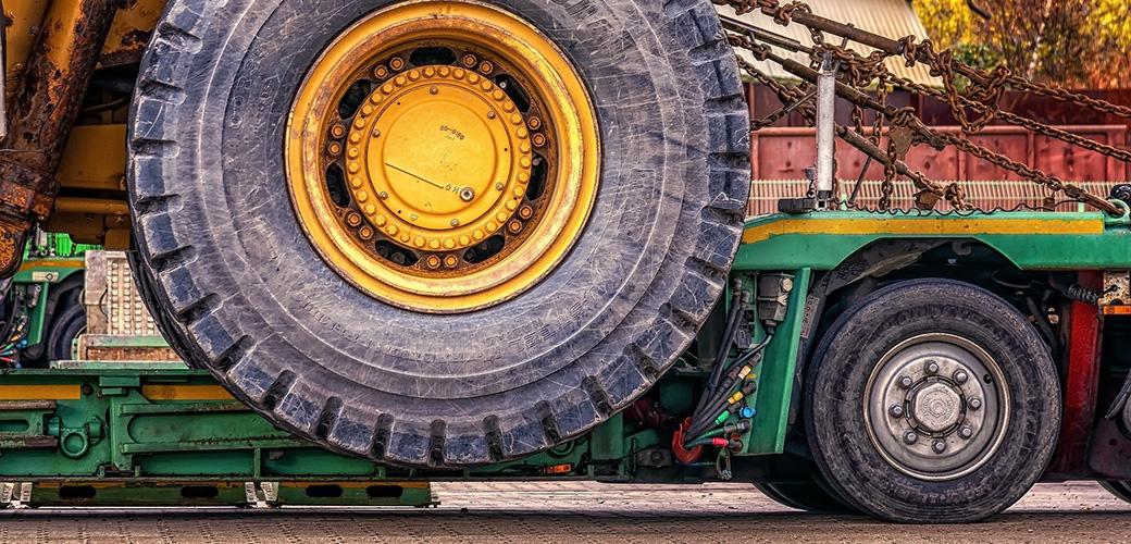 Transport maszyn budowlanych - jak to zaplanować?